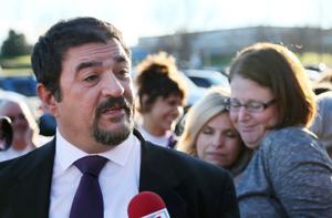 Einmal zu lebenslanger Haft verurteilt für seine Frau ermorden, Russell Faria, um $2 Millionen zu begleichen Klage gegen Polizei