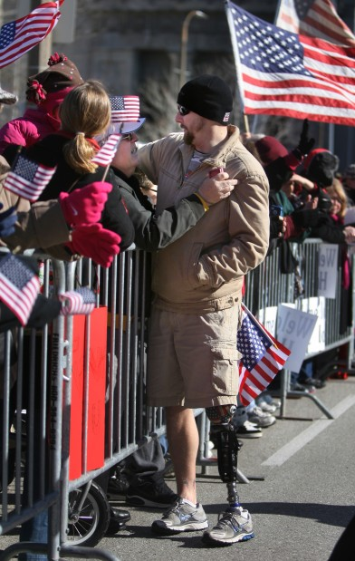 St. Louis welcomes home Iraq war vets with parade