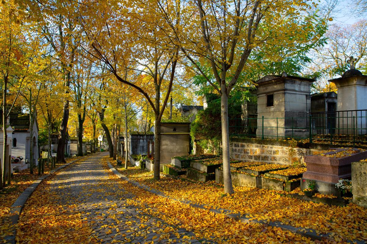 Pere Lachaise in Fall