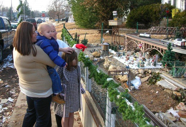 Overland Resident Puts Holiday Spirit Into Outdoor Train Set