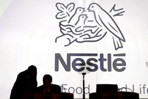 Nestlé-Arbeitnehmer bekommen den vollen Lohn für drei Monate als COVID-19 hält die Arbeit