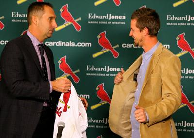 St. Louis Cardinals announce signing of starting pitcher Mike Leake