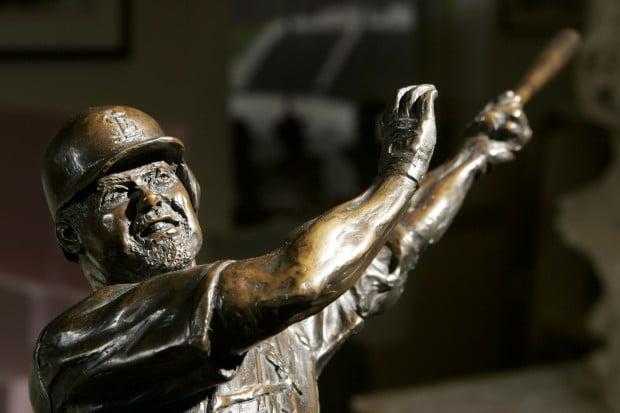 Mark McGwire statue