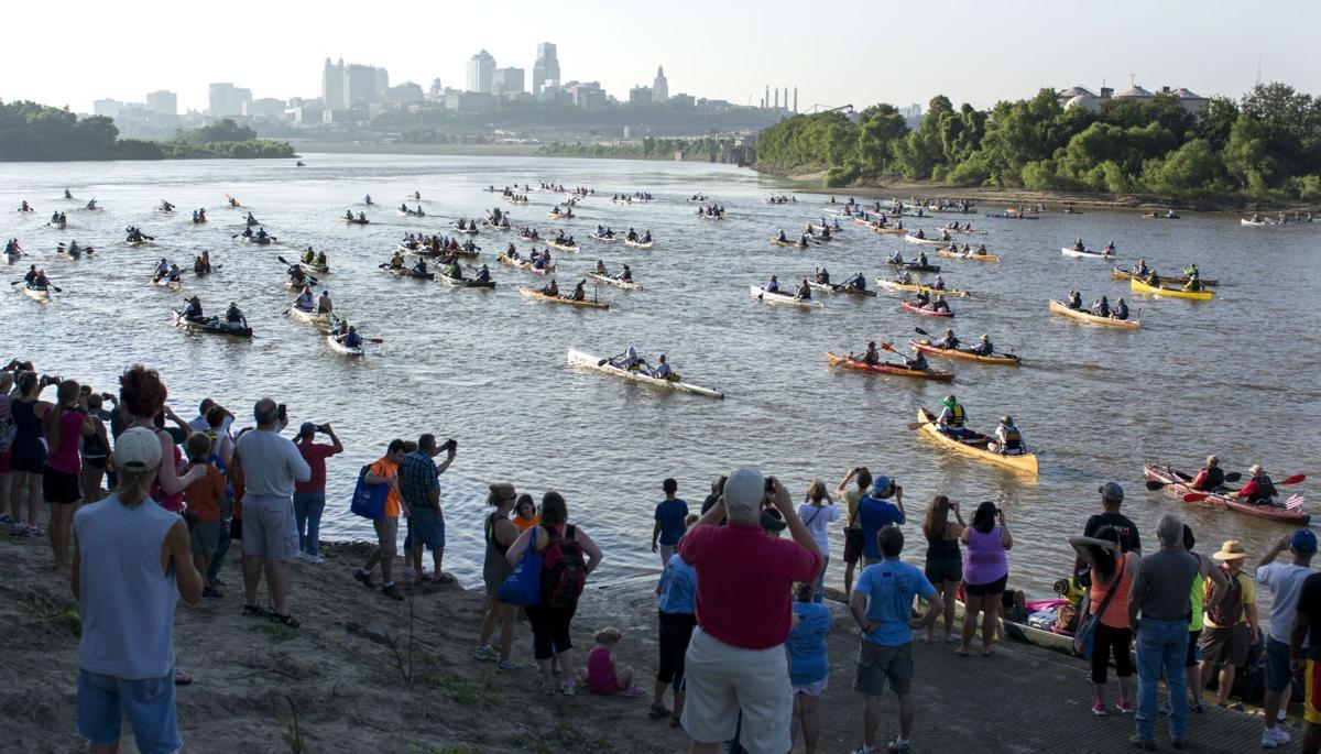 Missouri River canoe race