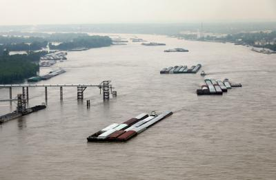 Mississippi River closed to barge traffic