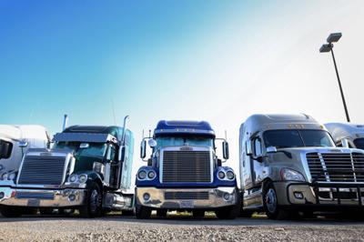 As fuel prices drop, trucking companies see opportunity to