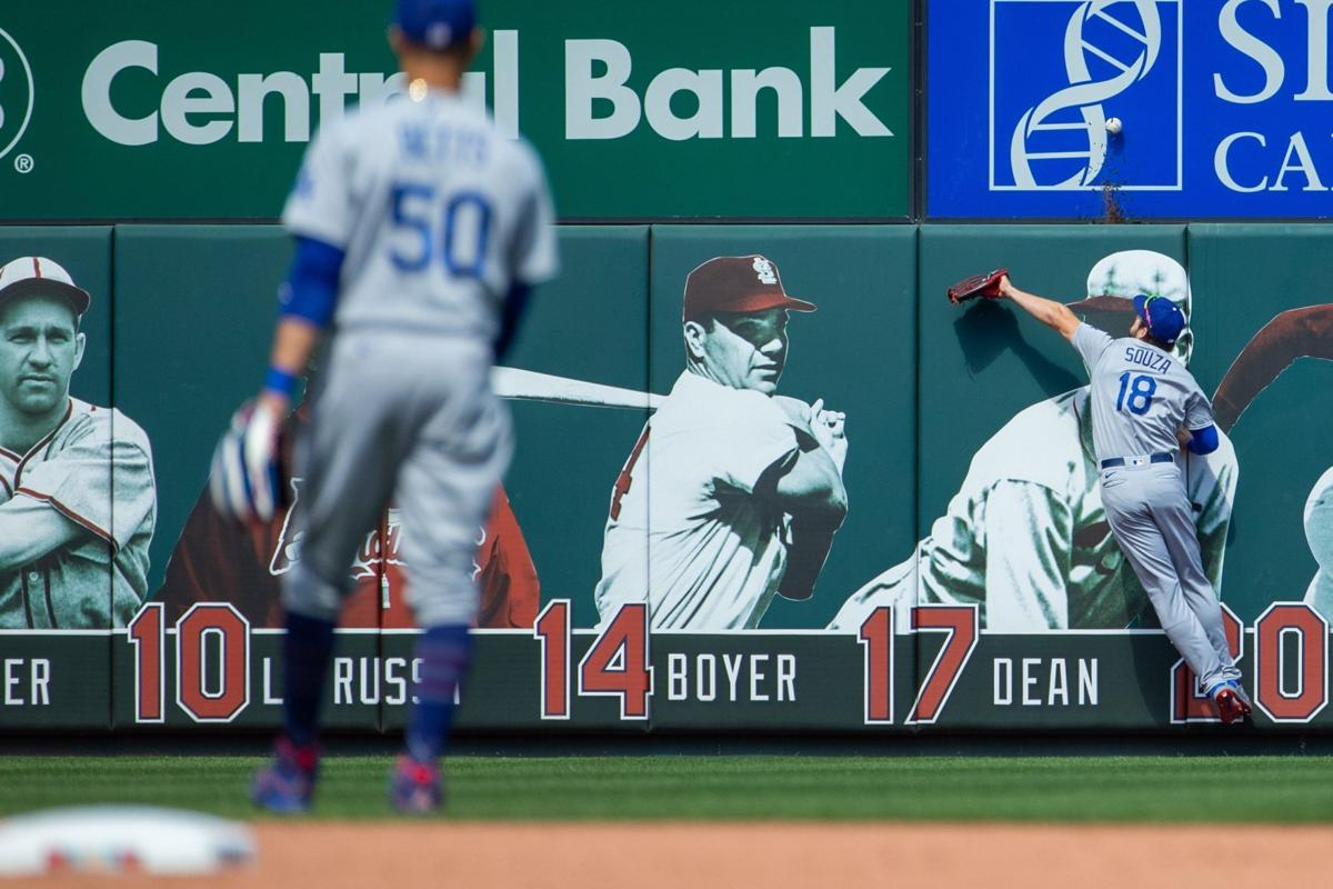 Cardinals close out series against Dodgers