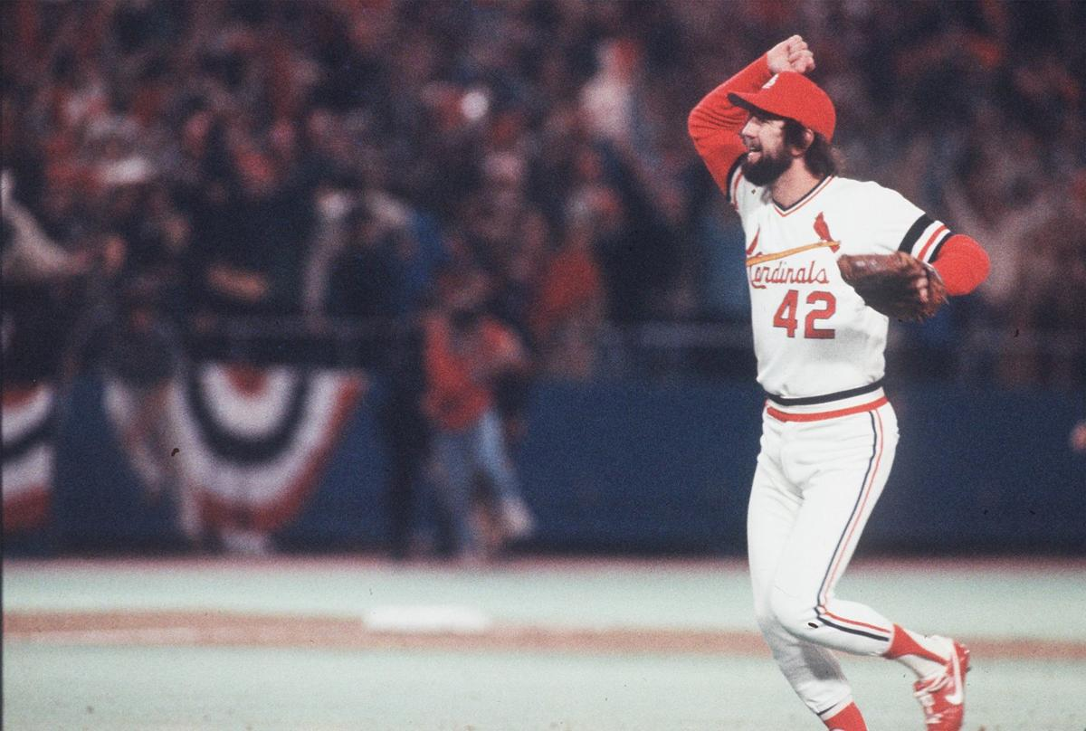 1982 St Louis Fans Swarm The Field As Cardinals Win World Series