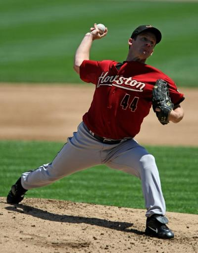 Roy Oswalt pitches against the Cubs