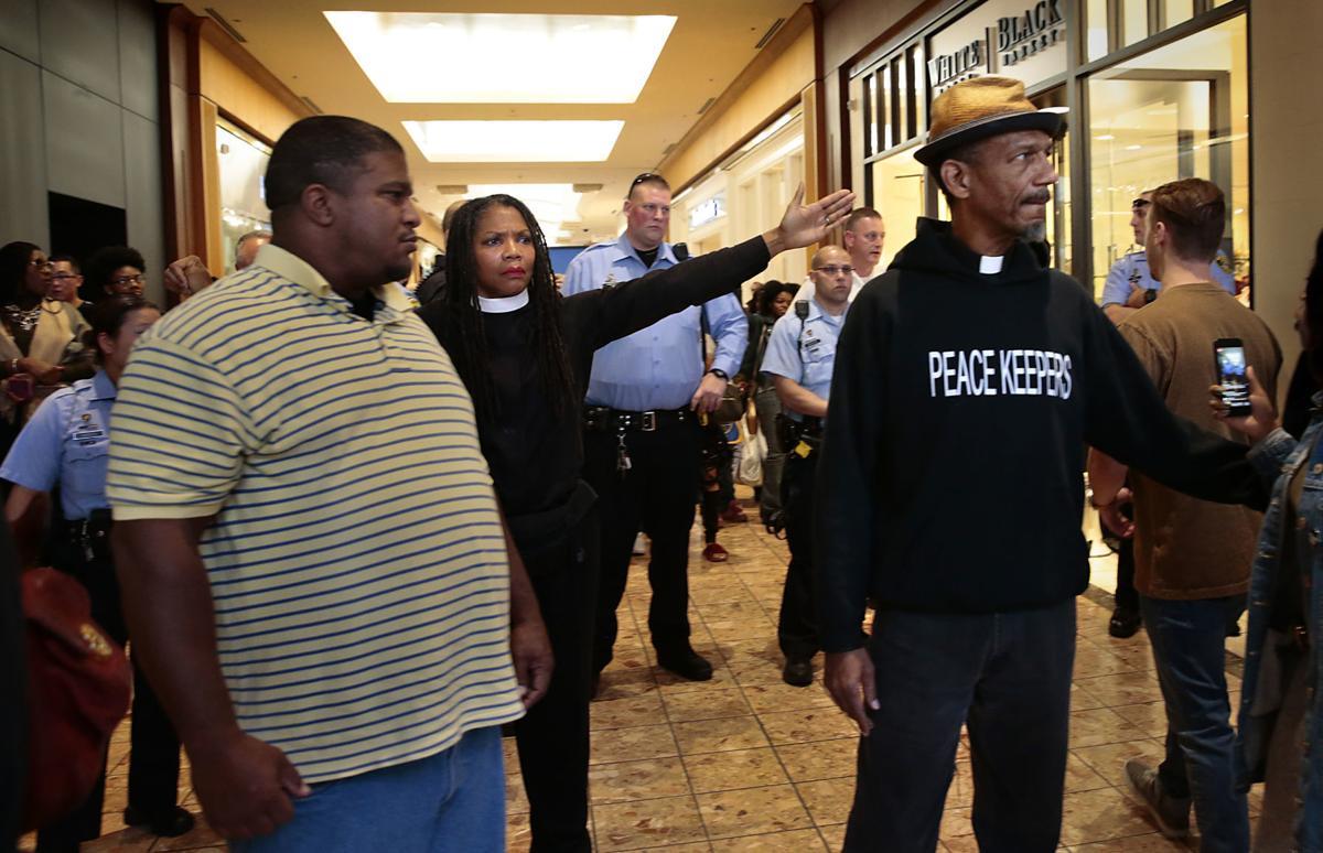 Arrests made during Galleria Black Friday protests