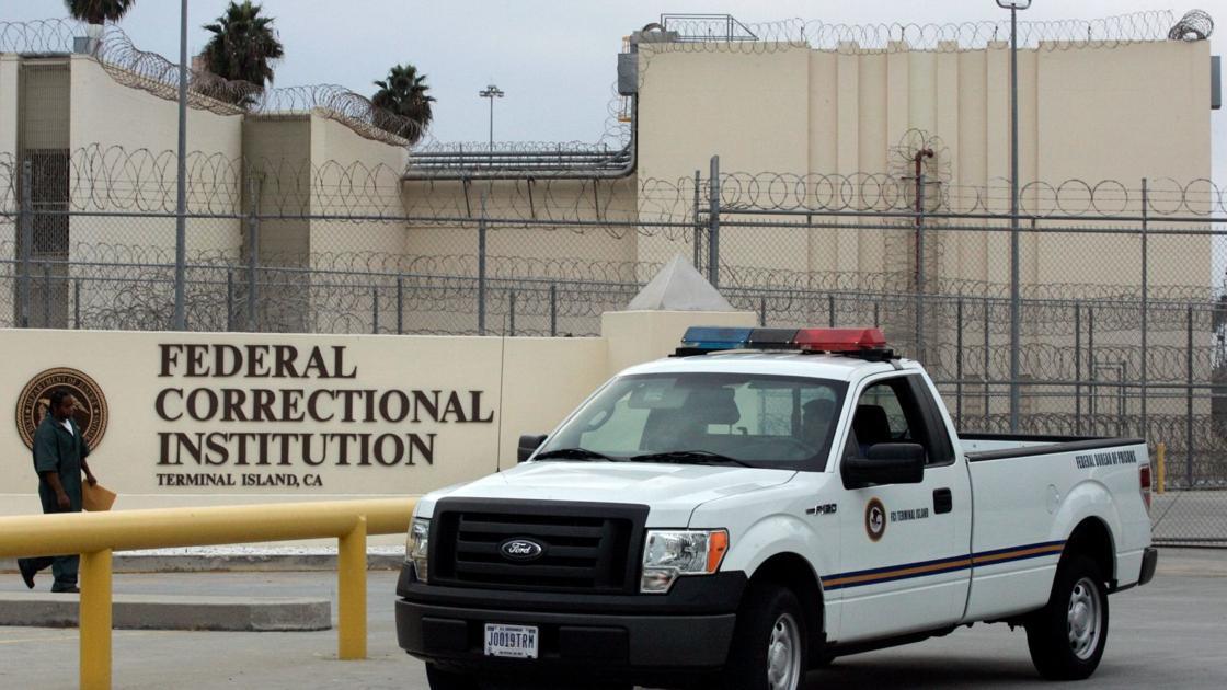 Federal prosecutors resist calls to free inmates as coronavirus spreads