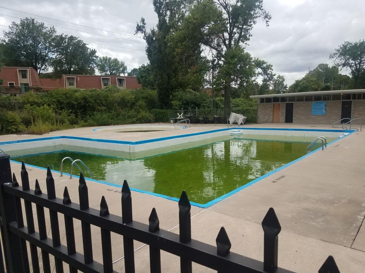 The pool at Bridgeport Crossing Apartments