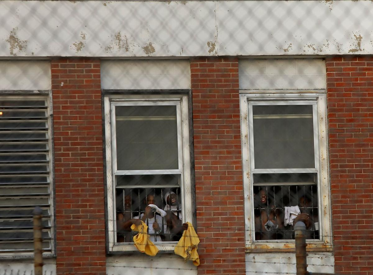 Protesters target medium security jail in heat