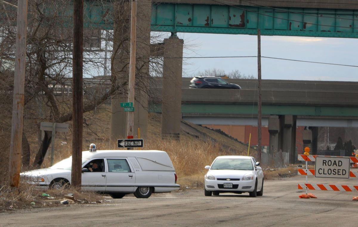 Motorist falls to his death from bridge in Illinois