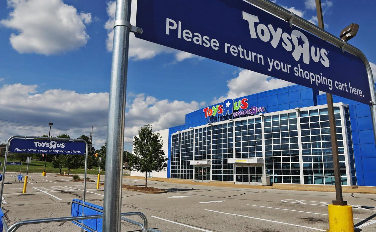 After Closing Its Doors Toys R Us Might Be Making A Comeback