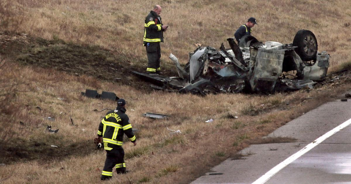 One person killed in Lake Saint Louis rollover crash