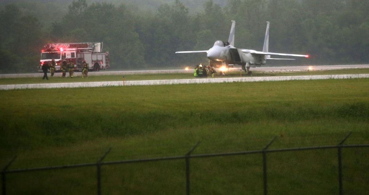 Pilots ejected from plane on runway at MidAmerica St. Louis Airport