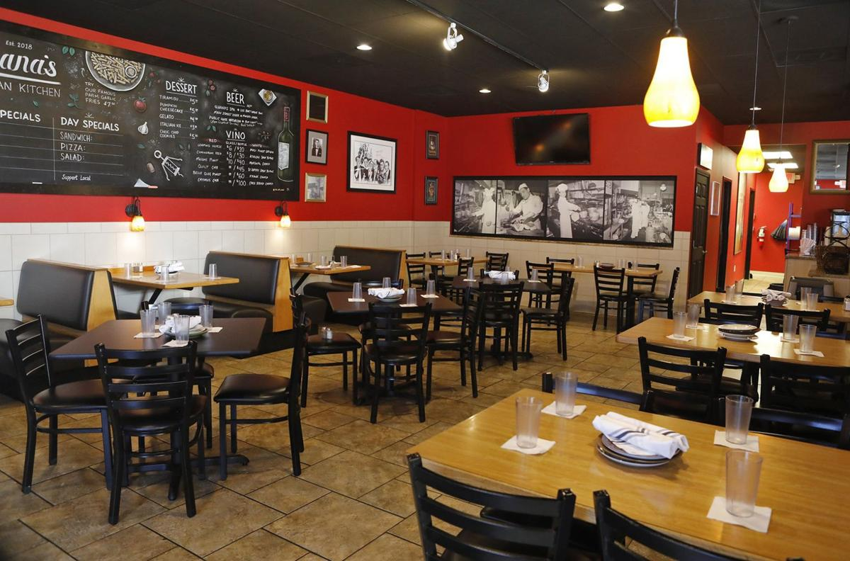 Liliana S Italian Kitchen Is An Old School Pizza And Pasta Charmer Restaurant Reviews Stltoday