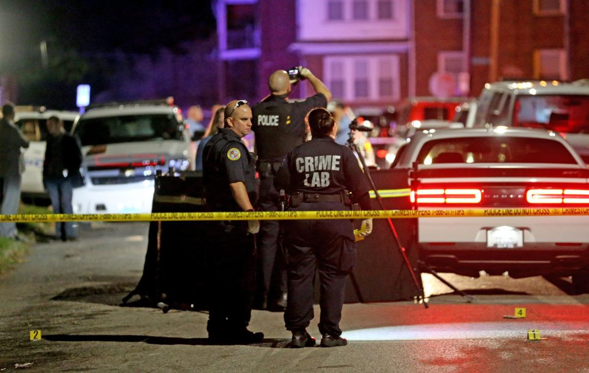 Homicide detectives called to scene of double shooting in St. Louis