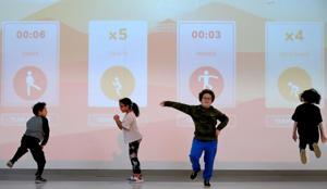 PE τάξη πάει υψηλής τεχνολογίας σε Αφφτον σχολεία