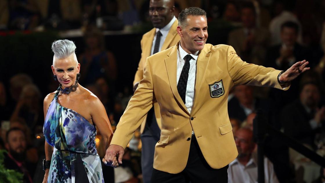 Kurt Warner receives gold jacket in Canton  3fe492874