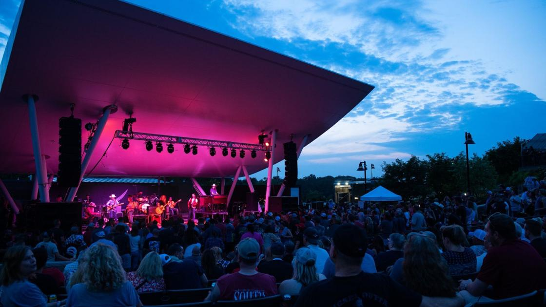 Jamey Johnson keeps outlaw country alive with concert at Chesterfield Amphitheater