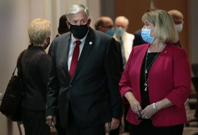 Governor, senator updated on new coronavirus test at  Washington University School of Medicine