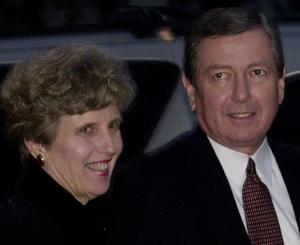 Feb. 1, 2001: η Γερουσία ενέκρινε το Ashcroft του Γενικού Εισαγγελέα στην χωρίζεται ψηφοφορία