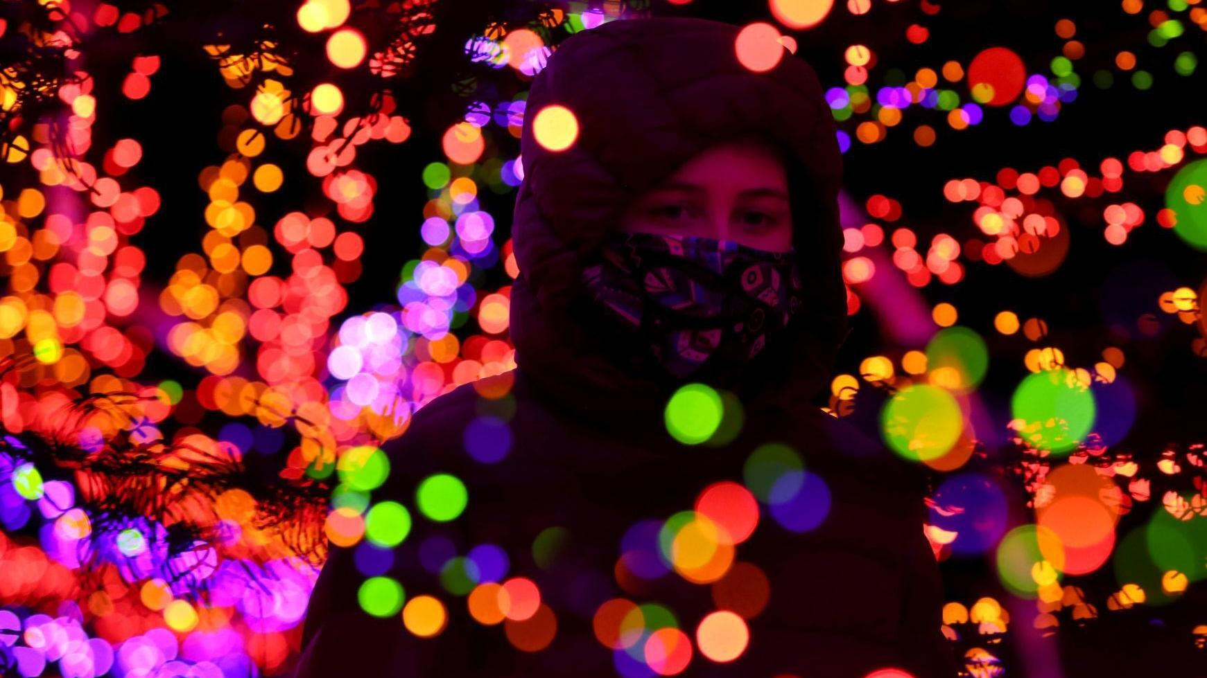 Best Bets: 'Glowy Snowy Day,' a Zoom play and last chance to see holiday lights