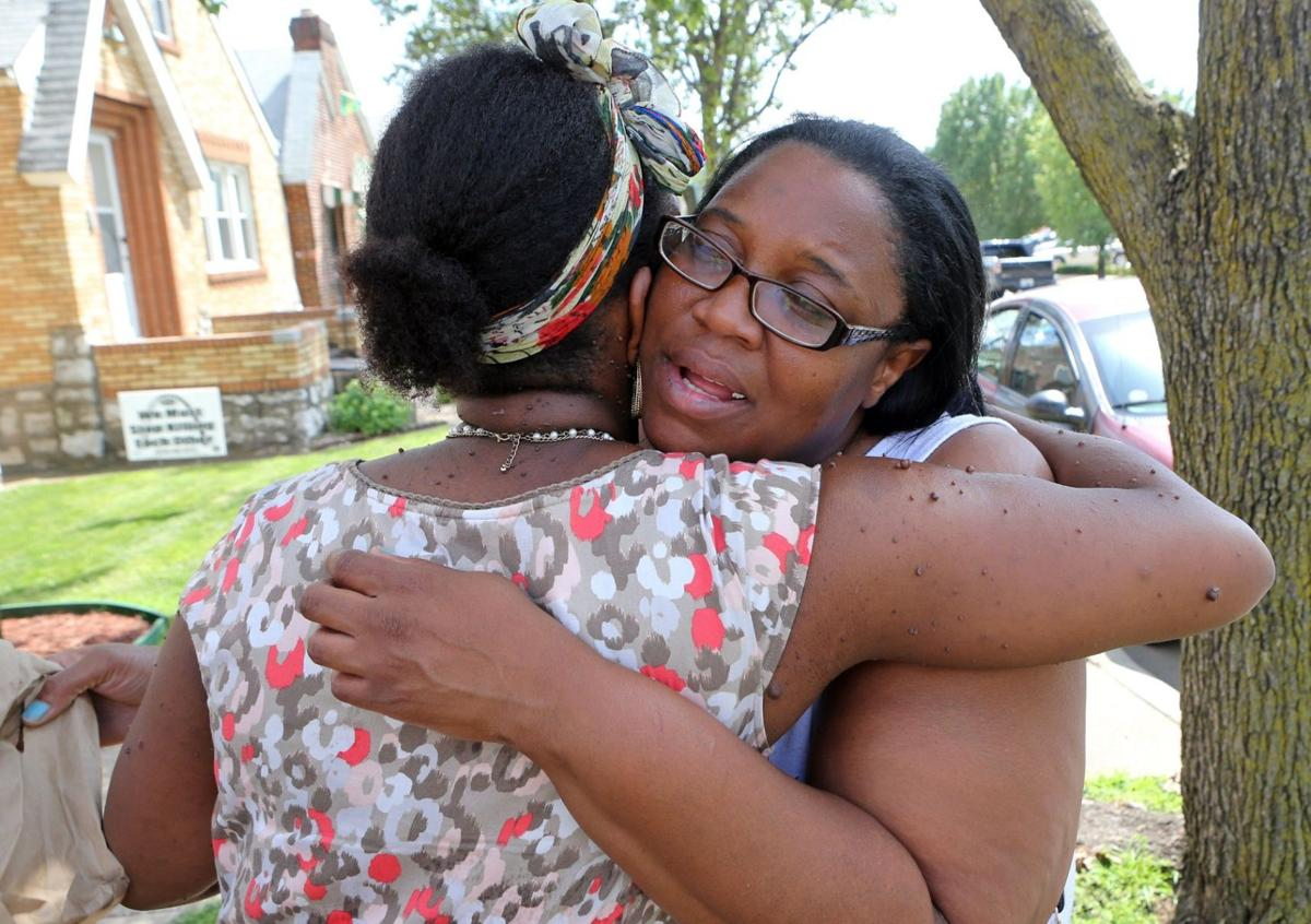St. Louis officer shoots 16-year-old with a gun