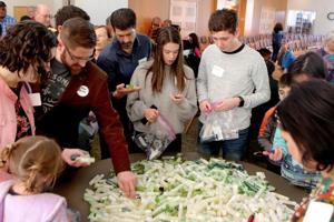 Ratusan relawan untuk Yahudi dan Muslim Hari Pelayanan