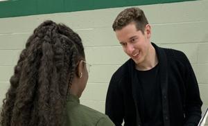 St. Louis Blues goalie Jordan Binnington Aktien der pre-game-Rituale, Beratung Besuch in der Mittelschule