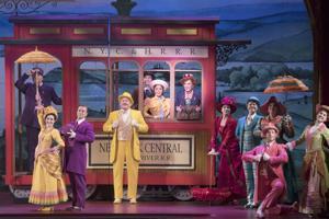 セントルイスでネイティブに飛躍し、観客を舞台に'こんにちは、台車!'