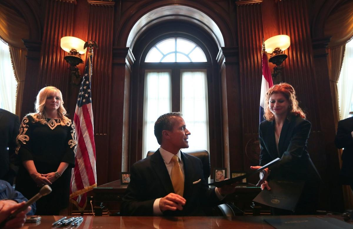 Eric Greitens becomes 56th governor of Missouri
