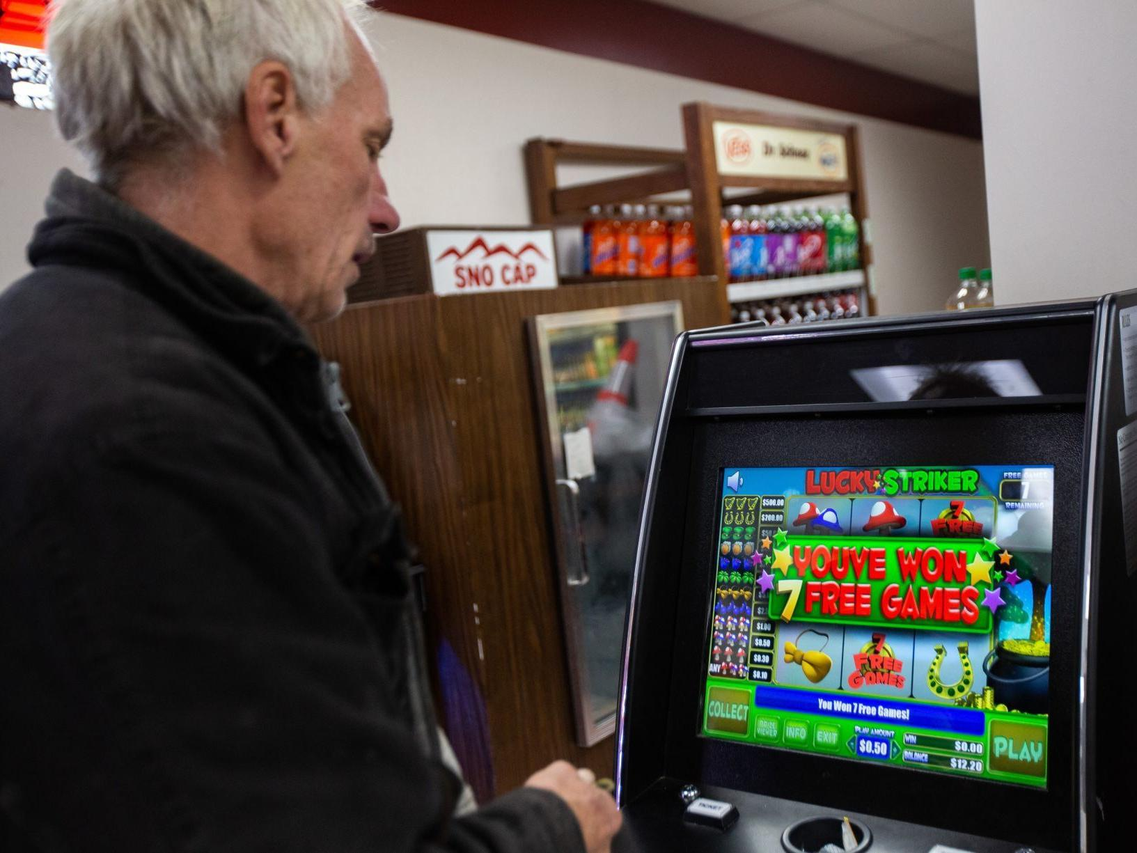 They work like slot machines. They may be illegal. And they're popping up  all over St. Louis. | Politics | stltoday.com
