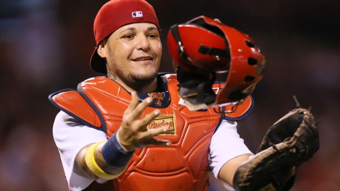 Cardinals Molina dares Astros rookie to steal second base; throws him out by a mile - STLtoday.com
