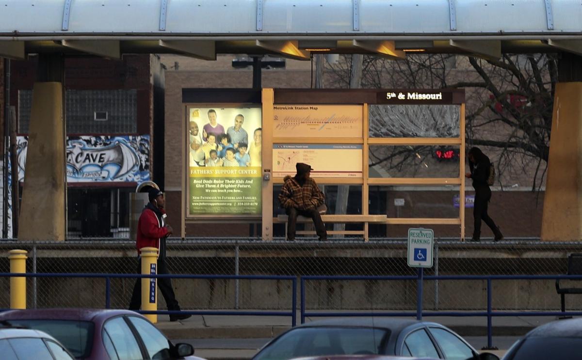 Man shot to death as he steps off MetroLink train in East St. Louis