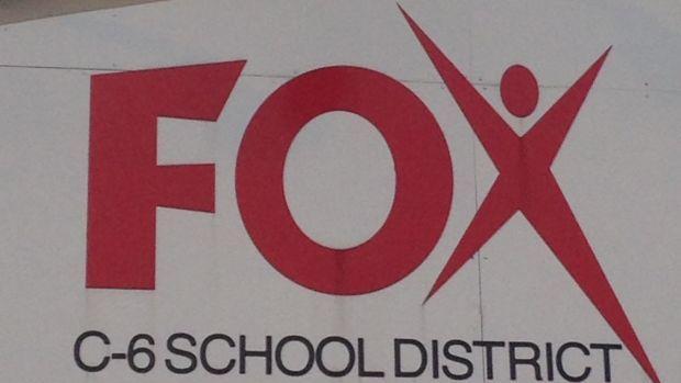 Μητρική της Fox σχολεία οι μαθητές λέει ότι έχει COVID-19
