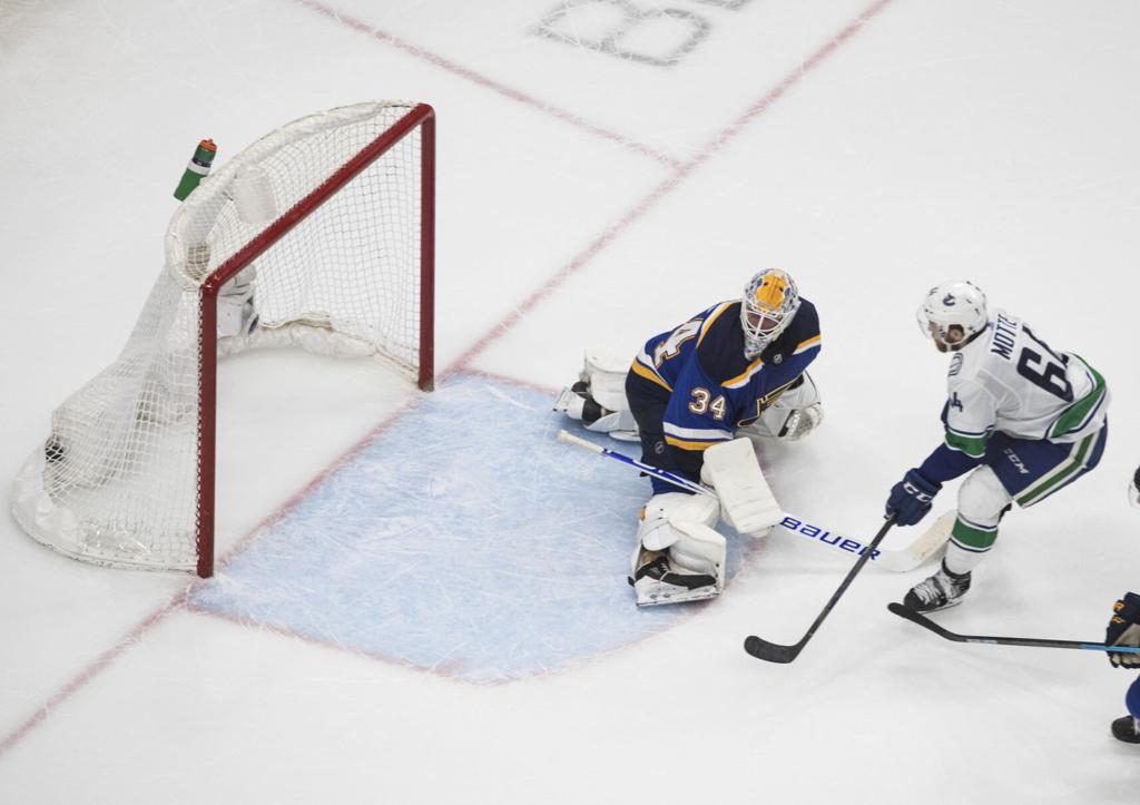 Blues Fell Asleep With 3 1 Lead In Game 5 And Now Face Elimination In Playoffs St Louis Blues Stltoday Com