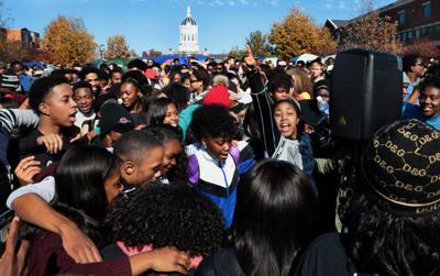 Mizzou students celebrate as Wolfe resigns as president