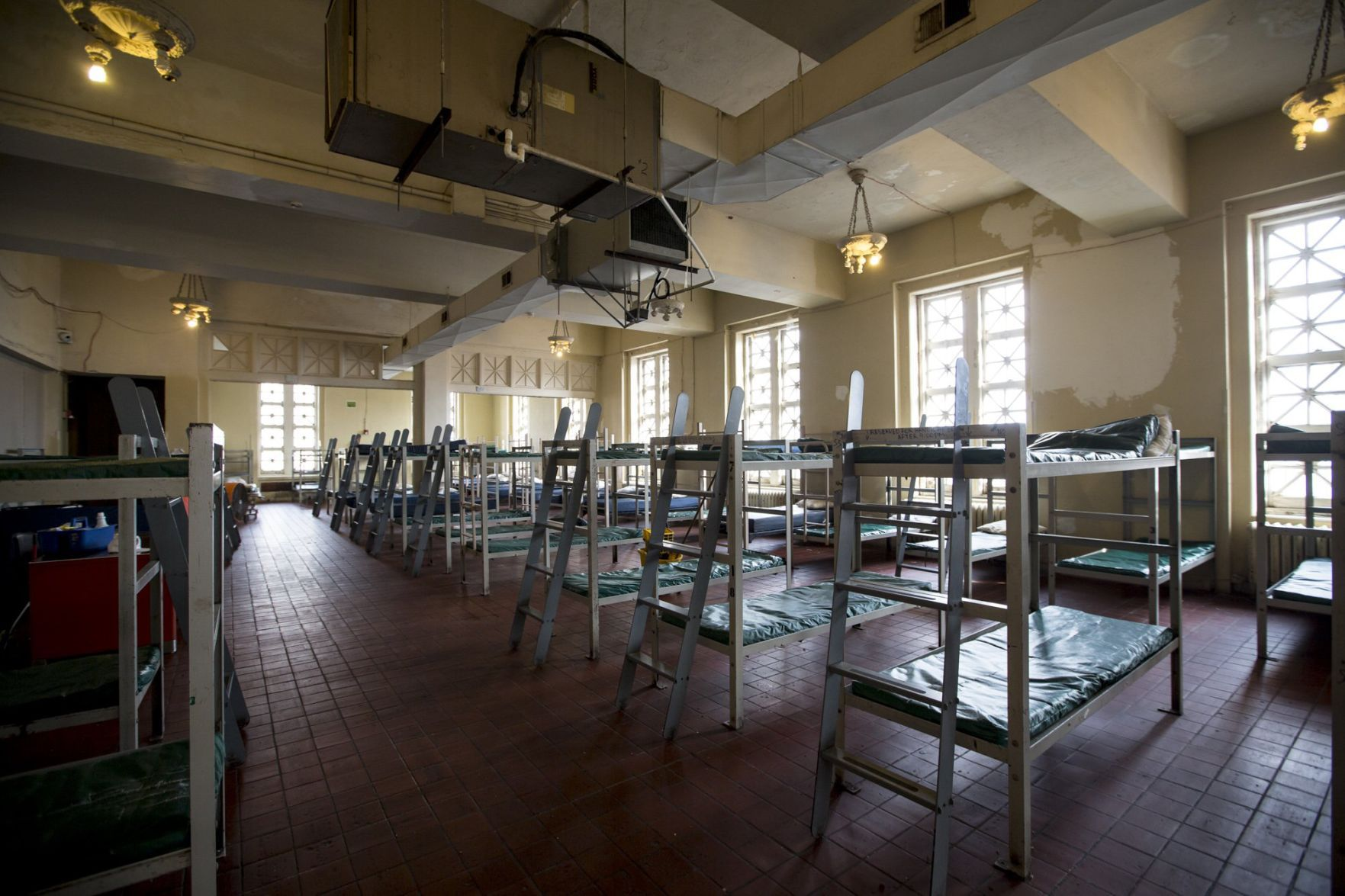 St Louis largest homeless shelter emptied following order from