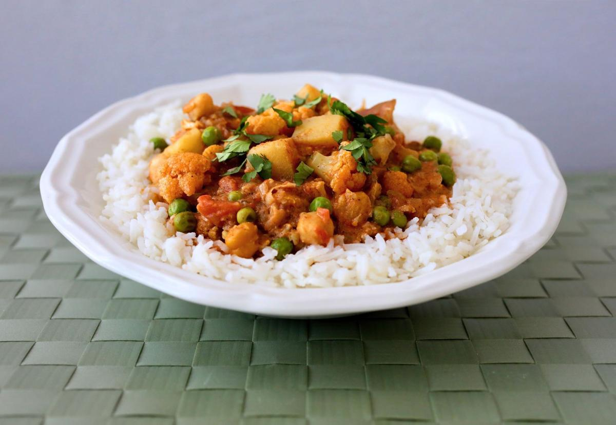 Indian style vegetable curry with potatoes and cauliflower vegan eats forumfinder Gallery