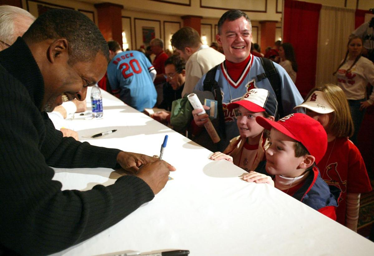 Curt Ford signs autographs at Cardinals Winter Warm-Up