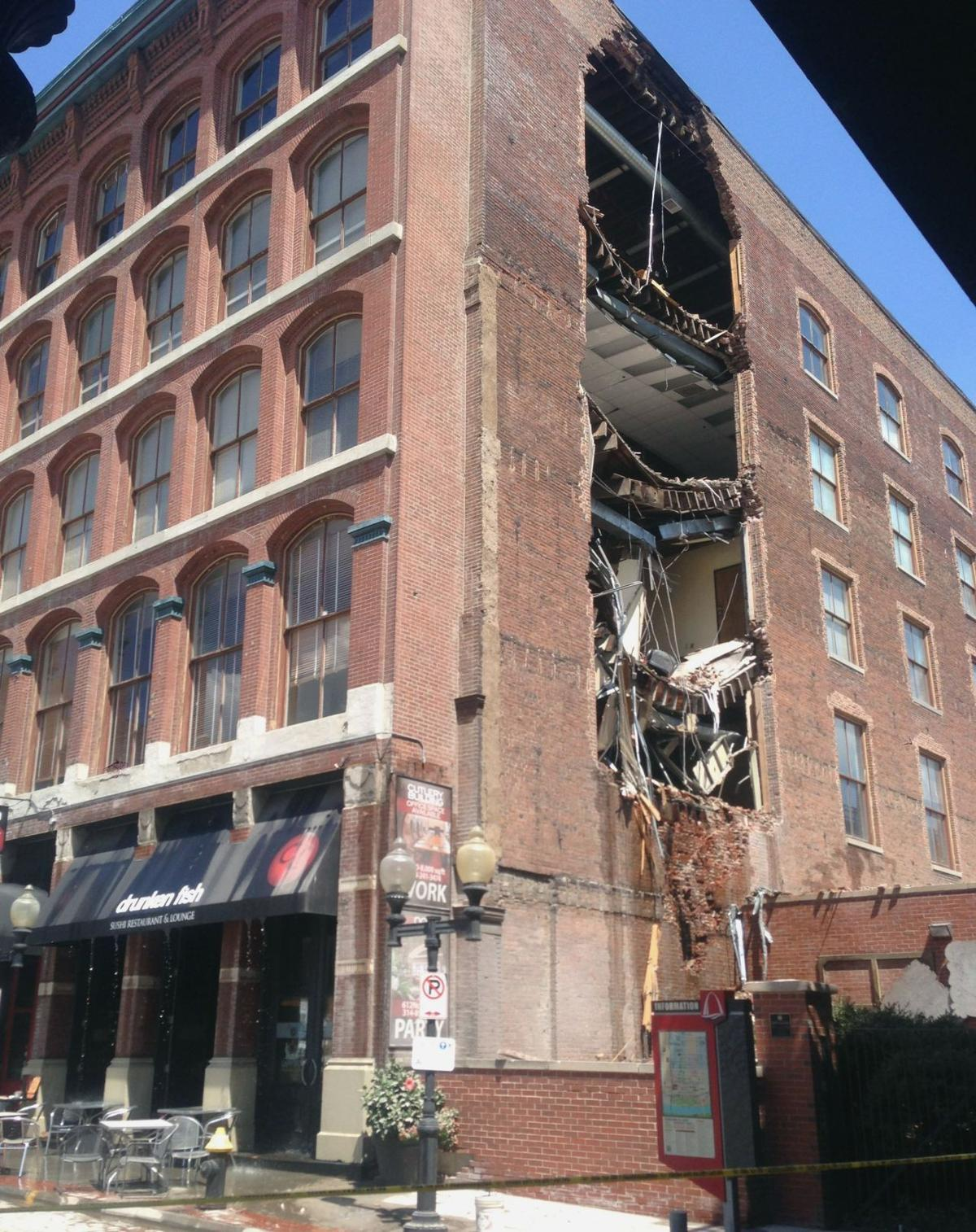 Side Of Laclede S Landing Building Collapses No Injuries Reported Law And Order Stltoday Com