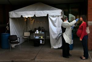Τον τοκετό κατά τη διάρκεια μιας πανδημίας σημαίνει νέες προκλήσεις για την περιοχή του Σεντ Λούις νοσοκομεία, moms-να-να