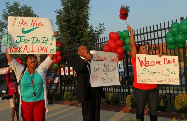 Community supports Normandy High School students on their first day of school