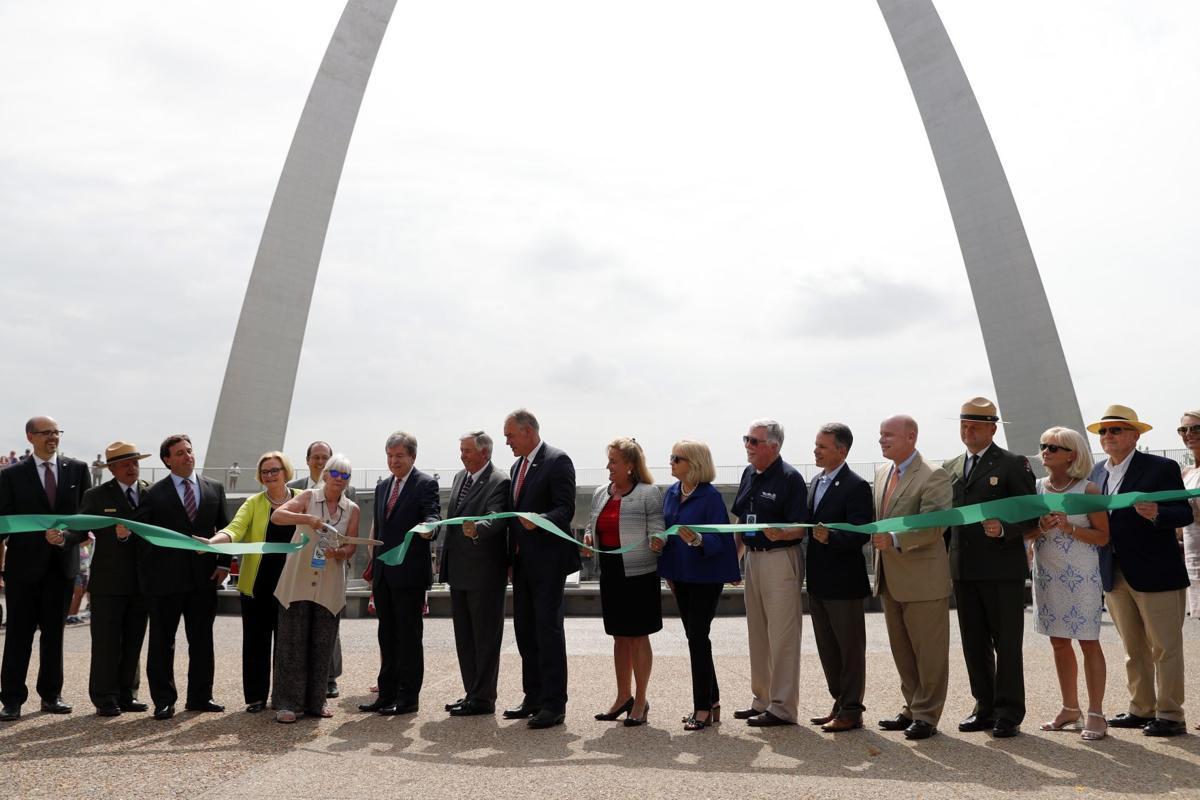St Louis Arch Backlash