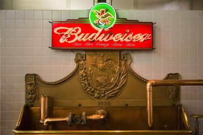 222c1f12 A decade after Anheuser-Busch's sale, beer still pours from St. Louis  brewery