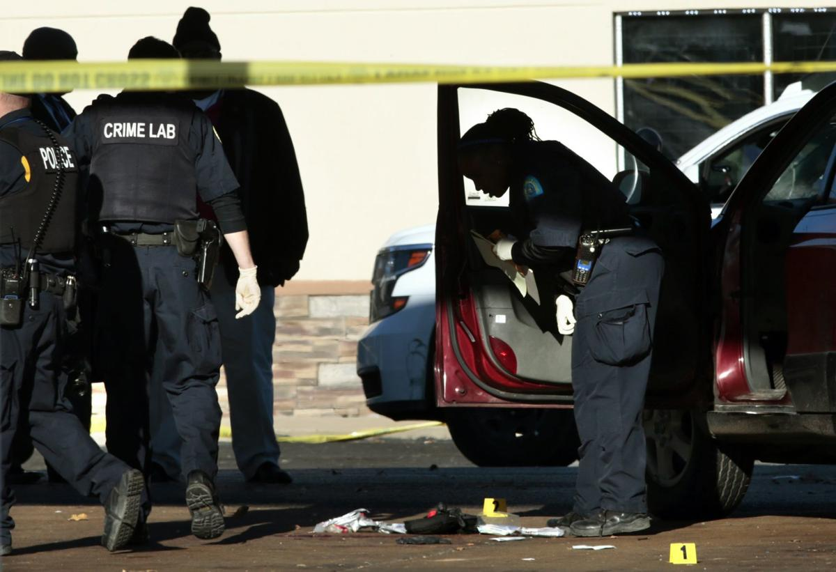 Officer injured, suspect in stolen car killed in encounter at St. Louis gas station