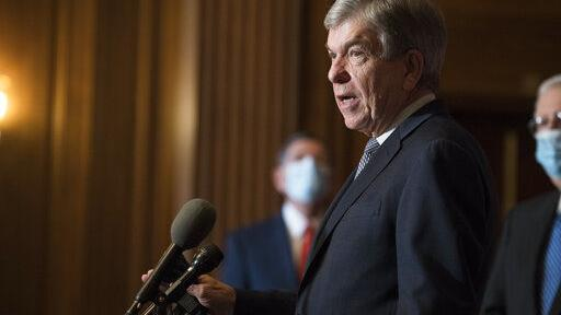 Blunt says president shouldn't resign; calls his actions 'reckless'